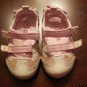 Toddler size 4 Velcro strap shoes